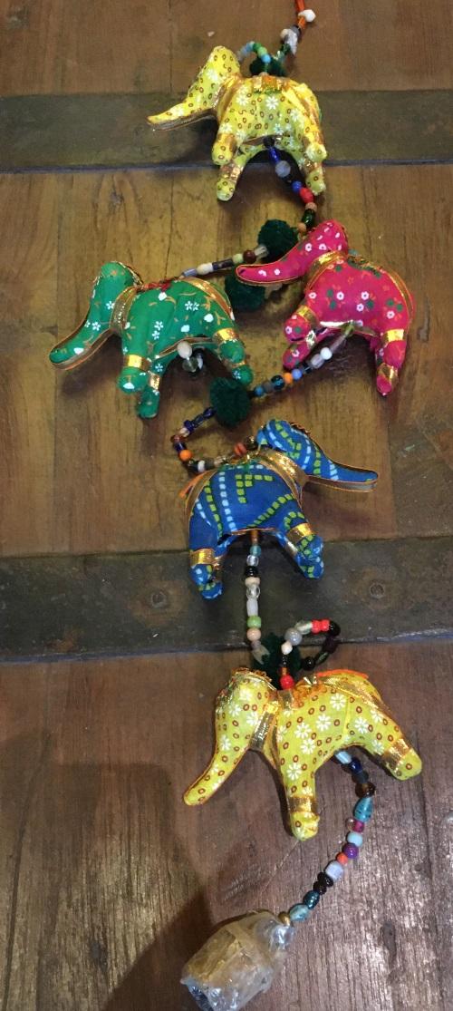 Guirlande 5 dromadaires/elephants tissu, 70cm