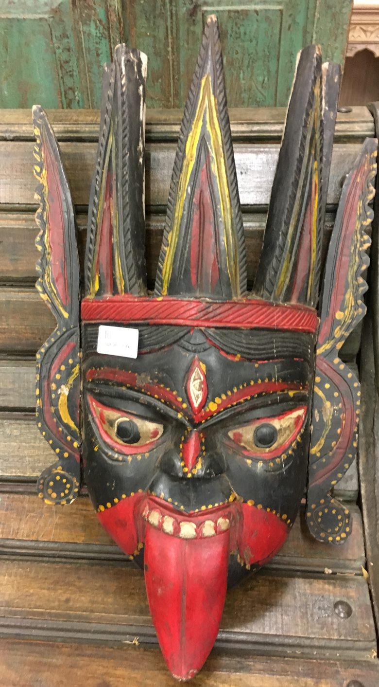 Masque de démon en bois peint, 56,5 cm