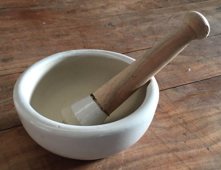 Bol en ceramique avec pilon, diam.17,5cm