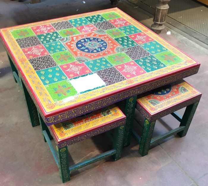 Table de salon + 4 tabourets 90/90/47