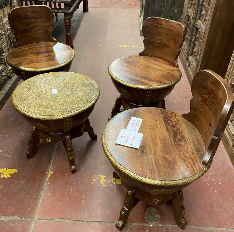 petite table ronde+3 chaises