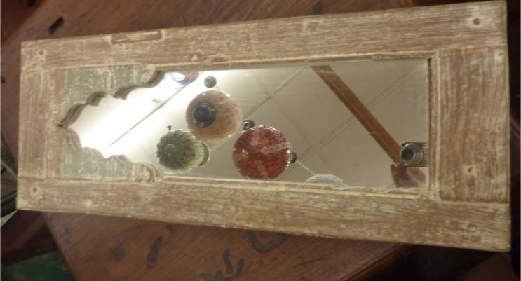 Miroir: cadre fenêtre en bois peint, patine à l'ancienne