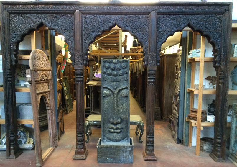 Portique ancien en bois à 3 arches,