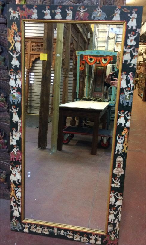 Miroir:cadre bois peint/personnages, fond noir, 155x78,5cm