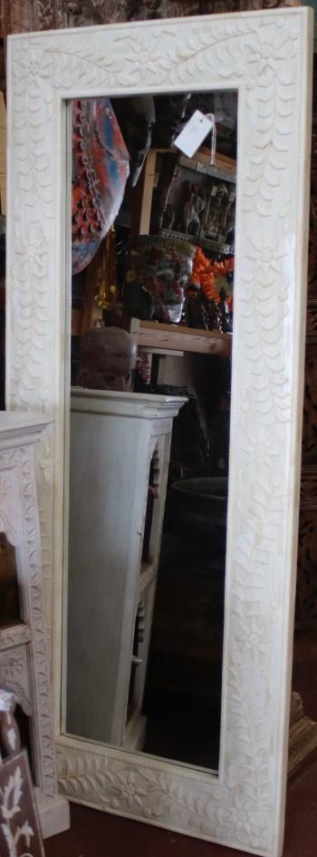 Miroir: cadre en bois recouvert d'os de chameau, 182x76cm